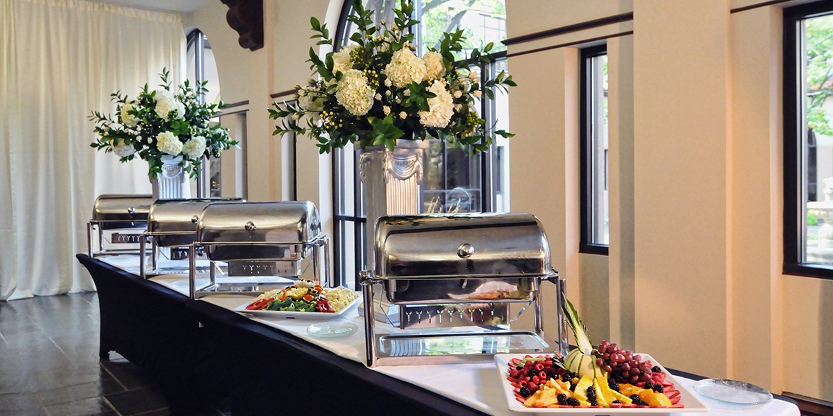 professional catering with appetizer plate dinner cocktail options fresh food buffets